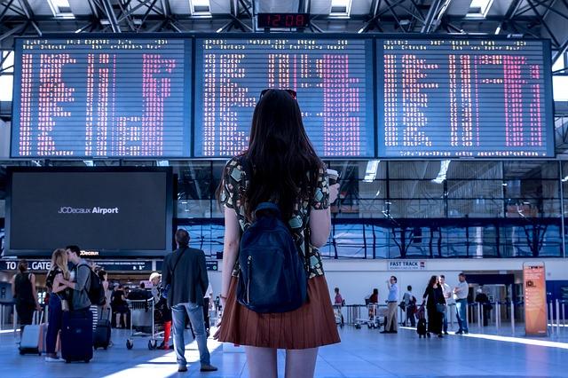 dívka na letišti.jpg