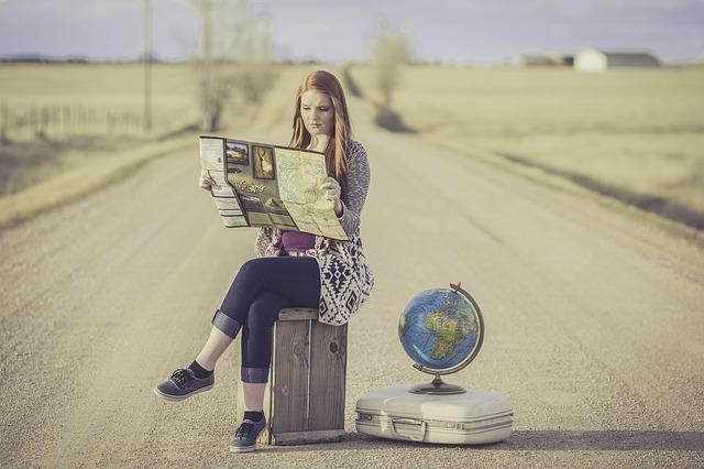 dívka u globusu.jpg