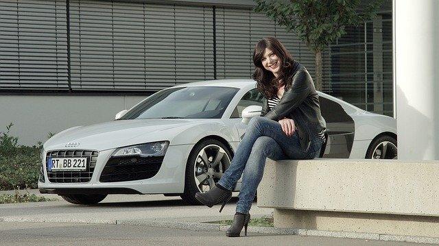 auto žena